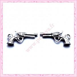 Lot de 15 breloques pistolet en métal argentées 2.1cm