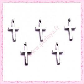 Lot de 15 breloques croix en métal argentées 1.8cm