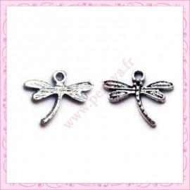 Lot de 15 breloques libellule en métal argentées 1.8cm