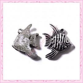 Lot de 15 breloques poisson en métal argentées 2cm