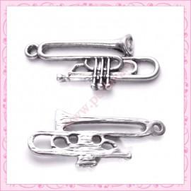 Lot de 15 breloques trompette en métal argentées 3.5cm