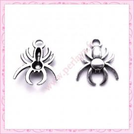 Lot de 15 breloques araignées en métal argentées 1.7cm