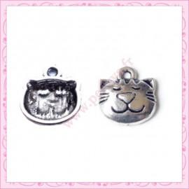 Lot de 15 breloques en métal argentées chat 1.4cm