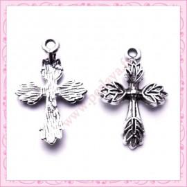 Lot de 15 breloques croix en métal argentées 2.6cm