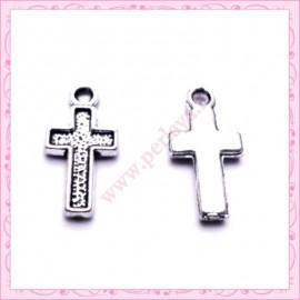 15 petites breloques croix argentées en métal