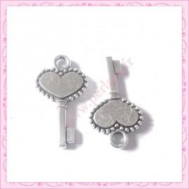 15 breloques clef en métal argentées 1.7cm