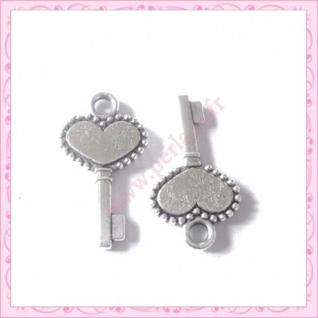Lot de 15 breloques clef en métal argentées 1.7cm