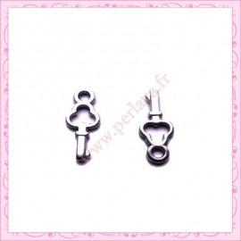 15 breloques clef en métal argentées 1.6cm
