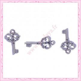 15 breloques clef en métal argentées 2.1cm