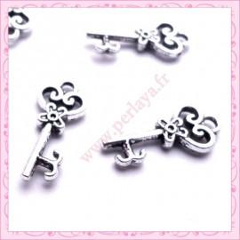 Lot de 15 breloques clef en métal argentées 2.1cm