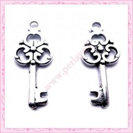 15 breloques clef en métal argentées 2.3cm