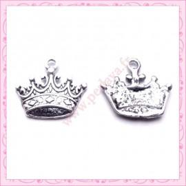 Lot de 15 breloques couronne en métal argentées 1.7cm