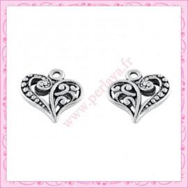 15 breloques coeur en métal argentées 1,4cm