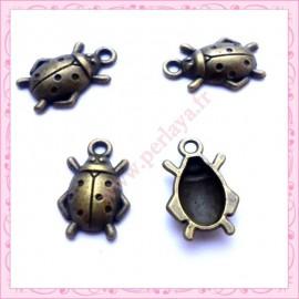 Lot de 15 breloques coccinelles en métal bronze 1.8cm