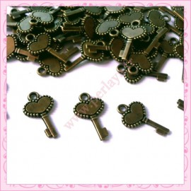 50 breloques clefs bronze