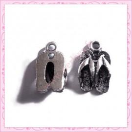 Lot de 15 breloques tongs en métal argentées 1.6cm