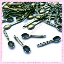 Lot de 50 breloques cuillères bronze en métal
