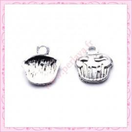 15 breloques gateau cupcake en métal argentées 1,3cm