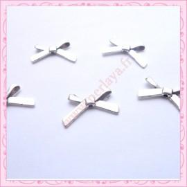 Lot de 15 breloques noeud en métal argentées 2cm