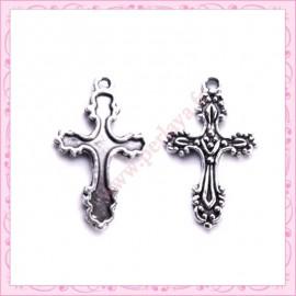 Lot de 15 breloques croix en métal argentées 2.8cm