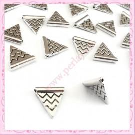 Lot de 30 perles triangulaires en métal argentés 1.4cm