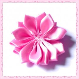 Jolie fleur en tissu satiné rose