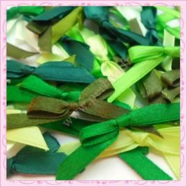 mélange de 50 noeuds satin vert