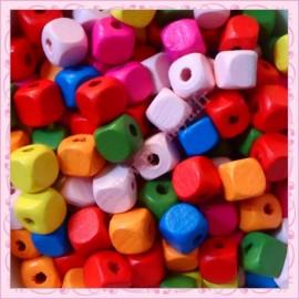 200 perles cubes 10mm en bois