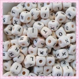 200 perles cubes alphabet 10mm en bois