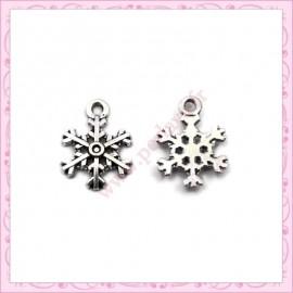 Lot de 15 breloques flocon de neige en métal argentées 2cm