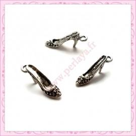 Lot de 15 breloques chaussure à talon en métal argentées 2cm