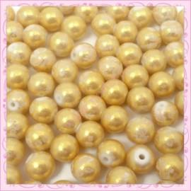 100 perles 8mm blanches et dorées tachetées en verre