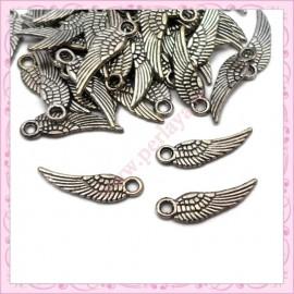 20 petites breloques ailes 17mm argentées en métal