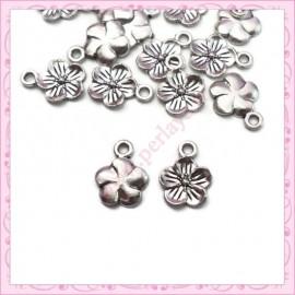 15 breloques fleurs 11mm argentées en métal